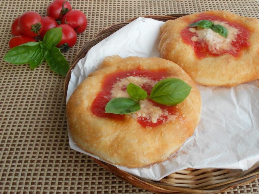 Pizza fritta alla napoletana