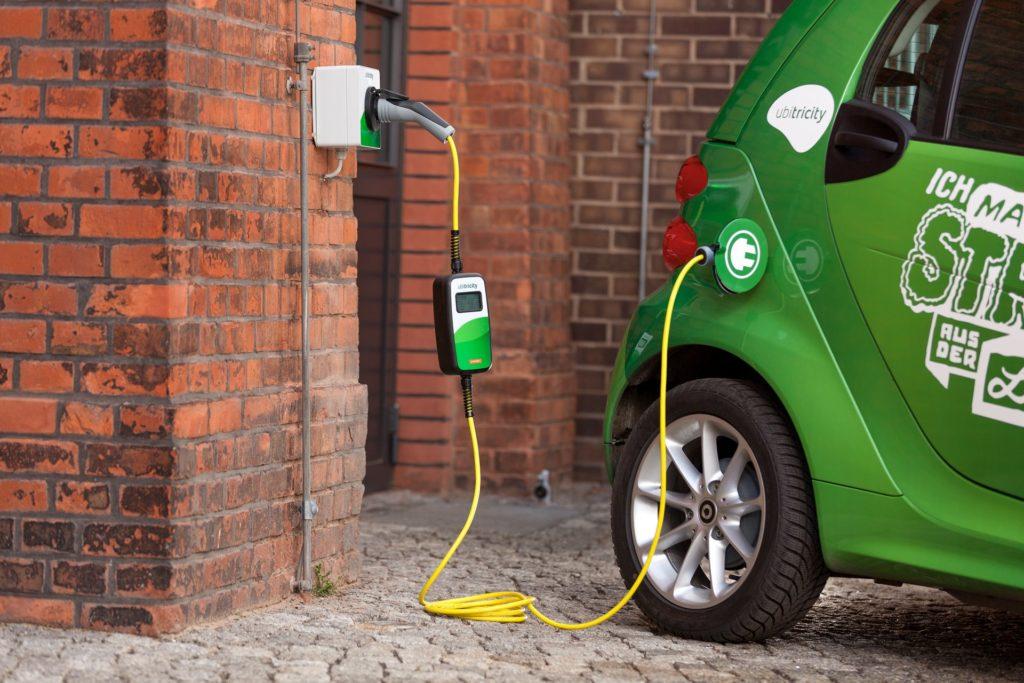 Auto elettriche, stazioni ricarica con batterie riutilizzate